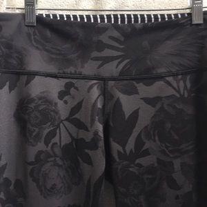 lululemon athletica Pants - Lululemon black floral full leggings sz 8 57666
